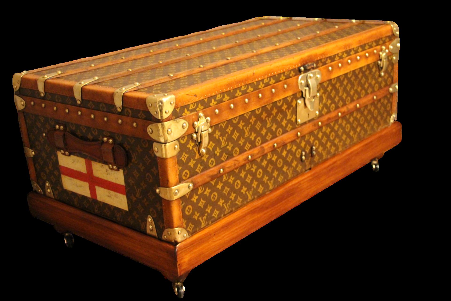 248cfc6c40 Grande Malle Louis Vuitton courrier. Click ...