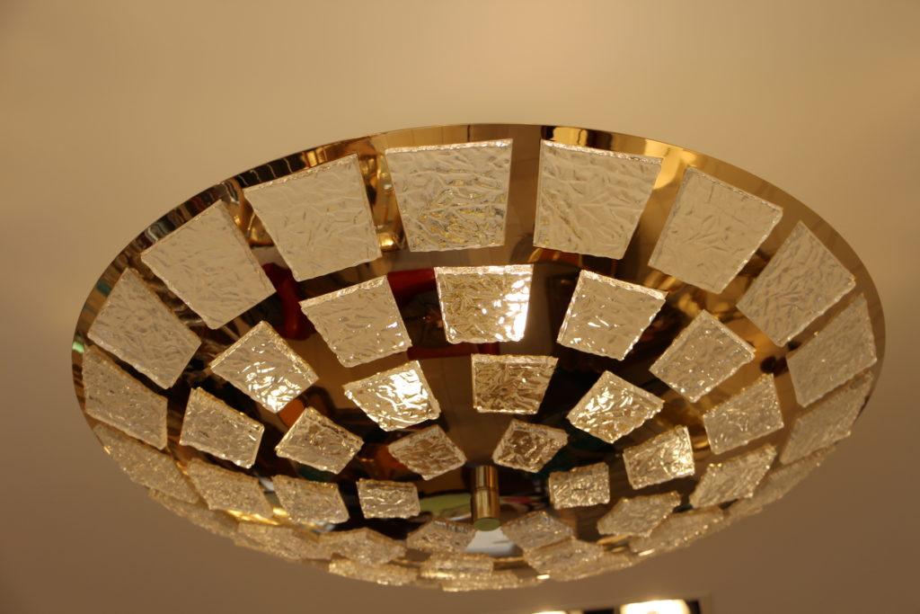 Lustre plafonnier en laiton plaqué or et verre de Murano
