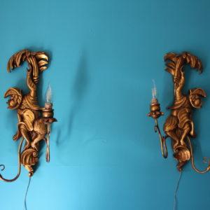 Paire d'appliques bois sculpté à décor de singes