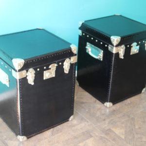 Paire de malles en cuir noir
