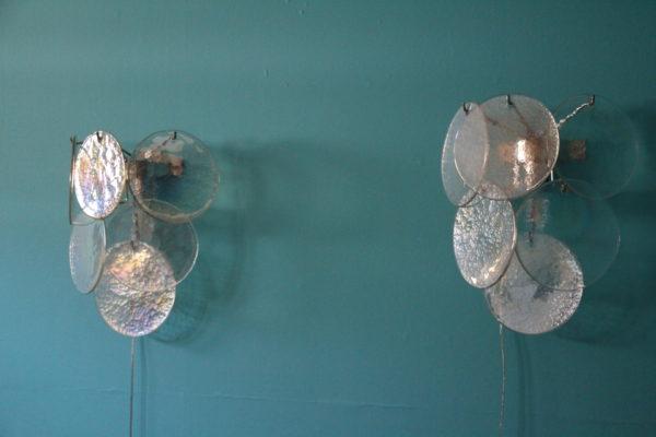 Paire d'appliques en verre irisé nacré de Murano des années 1960