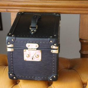 Petit vanity case Louis Vuitton en cuir noir épi ,1 fermoir