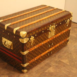 Petite malle Louis Vuitton courrier
